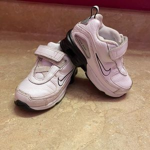 Kids Nike shoes size 6c